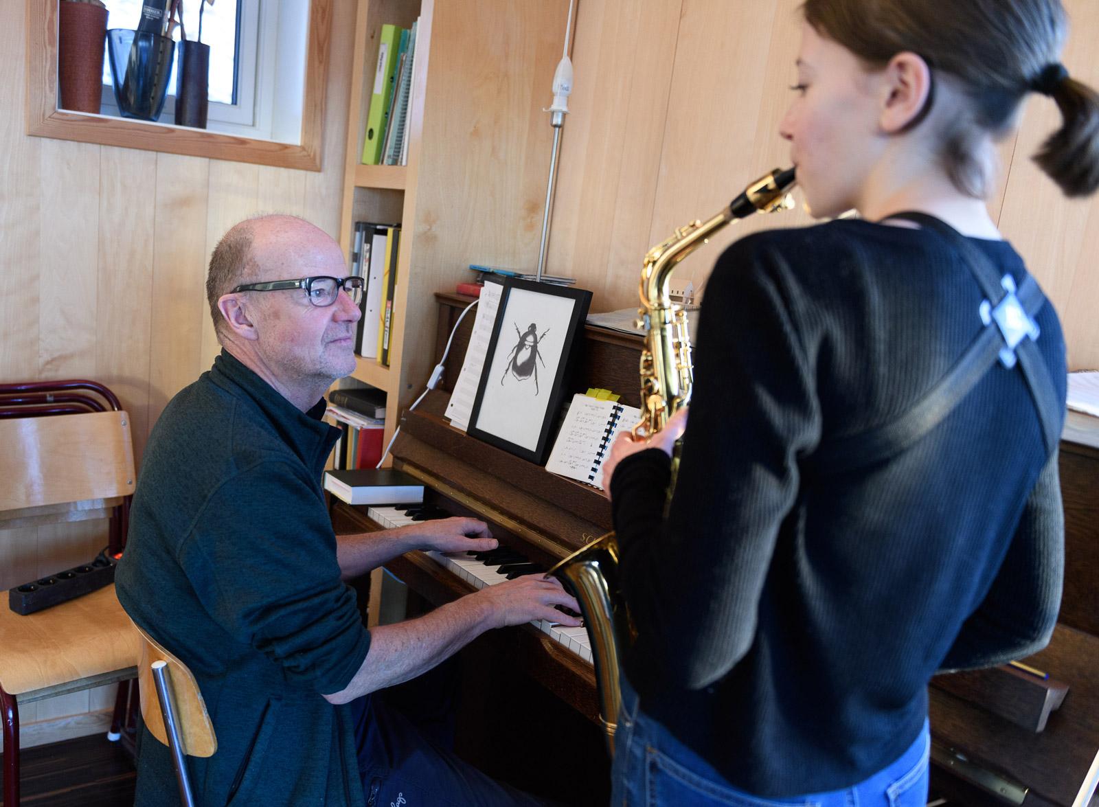 Datteren Jennifer følger i fars musikalske fotspor.
