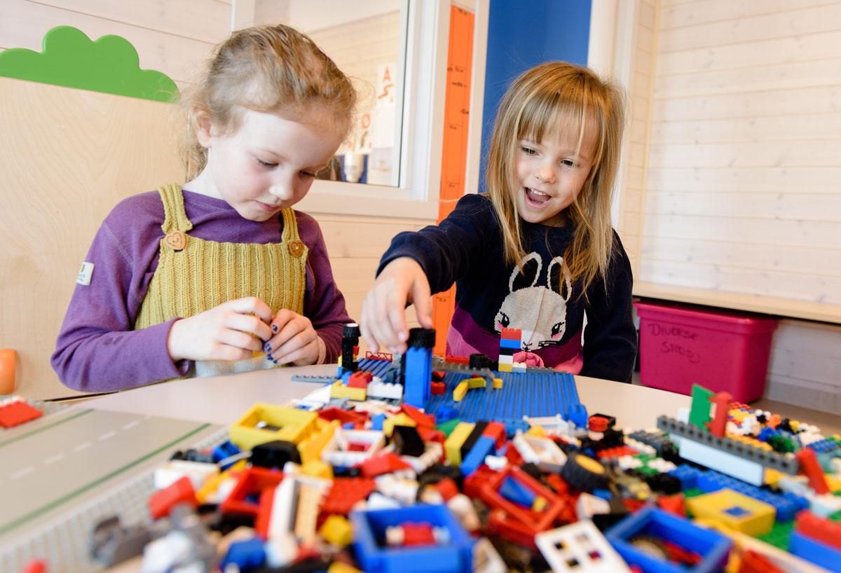 Barn leker i barnehage i Søndre Land