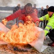 Brannøvelse, slukking med brannteppe