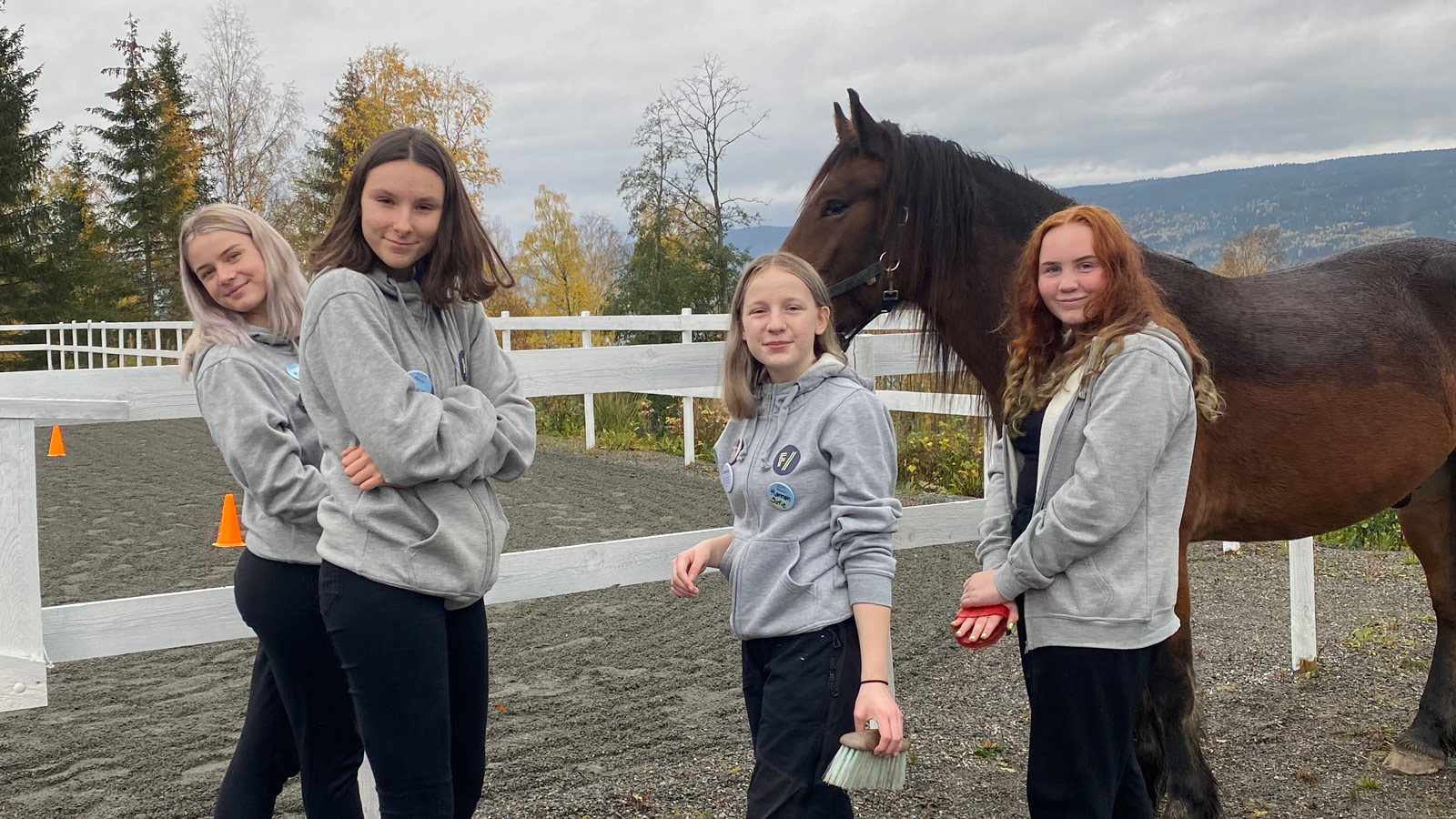 """Natalia Ziolkowska, Melina Bjørnødegård Sveen, Marie Amlien Rønningen og Hannah Sofie Stavem er fire av deltagerne i fritidsprogrammet """"Flyt""""."""