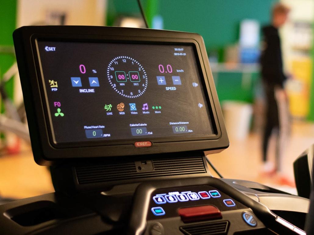 TT Hov har anskaffet en rekke nye treningsapparater. Blant annet denne tredemøllen